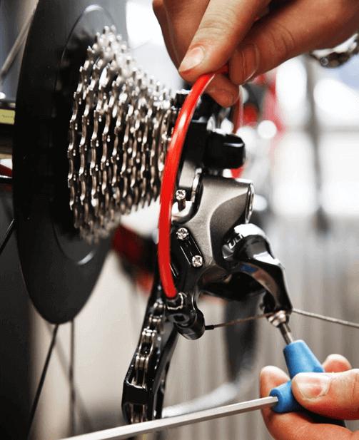 Vedligeholdelse og justering af gear på elcykel.